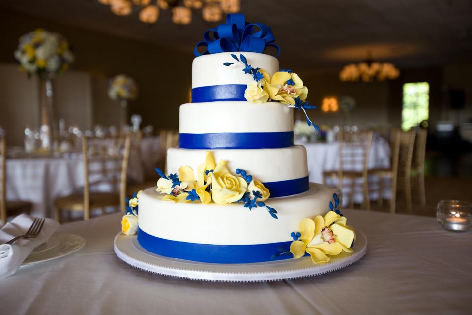 brynwood golf country club wedding cake
